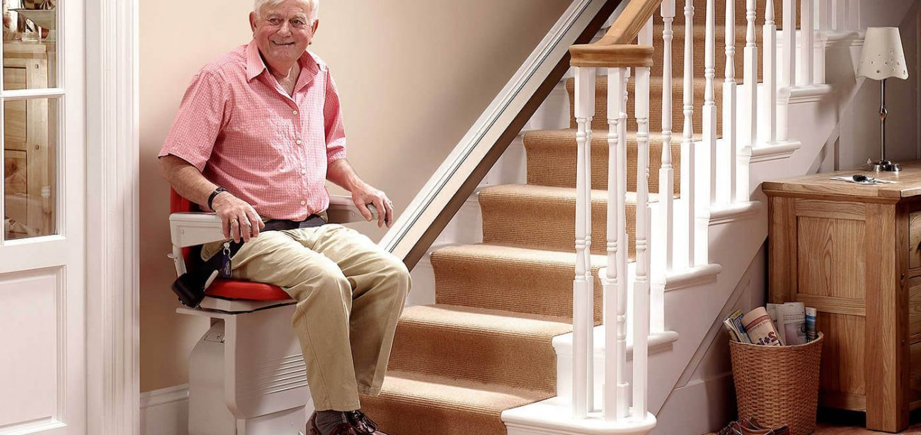 Https://pennsylvania.cainsmobility.com/wp Content/uploads/sites/39/2015/12/elderly Man Using A  Stair Lift In Erie